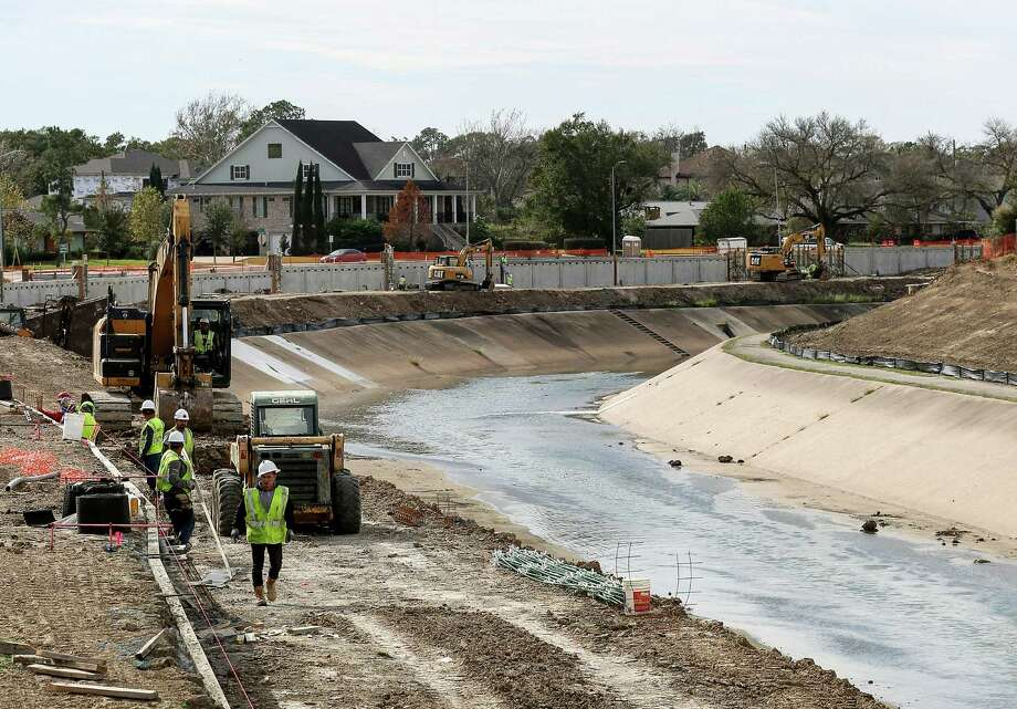 Construction crews work to expand Brays Bayou, Thursday, Dec. 29, 2016, in Houston. Photo: Jon Shapley, Houston Chronicle / © 2015  Houston Chronicle