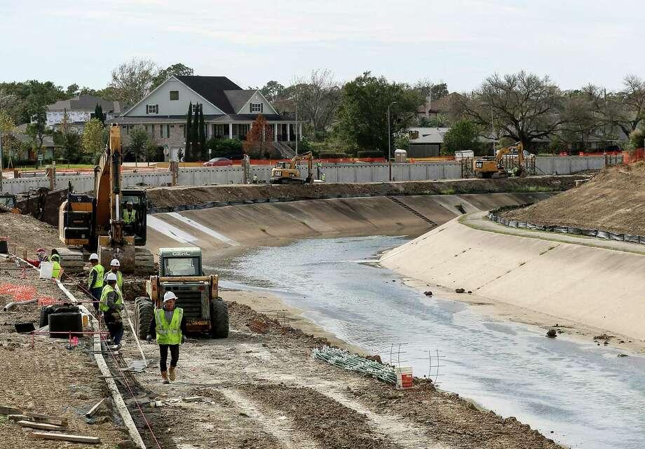 Construction crews work to expand Brays Bayou, Thursday, Dec. 29, 2016, in Houston. Photo: Jon Shapley, Houston Chronicle / © 2015  Houston Chronicle