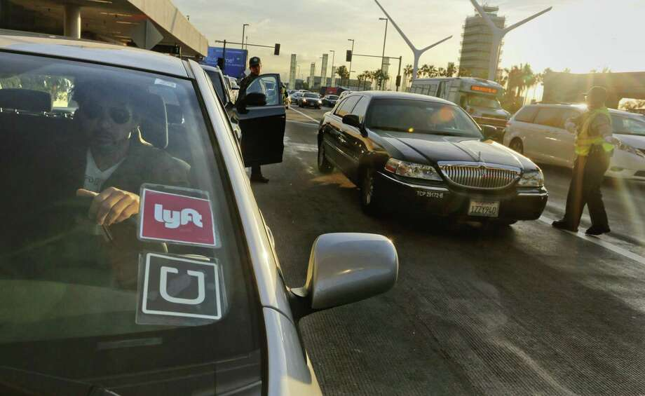 Ride-hailing companies Uber and Lyft are warning San Antonio passengers they could see higher prices during peak travel times on New Year's Eve. Photo: Mark Boster /Los Angeles Times / Los Angeles Times