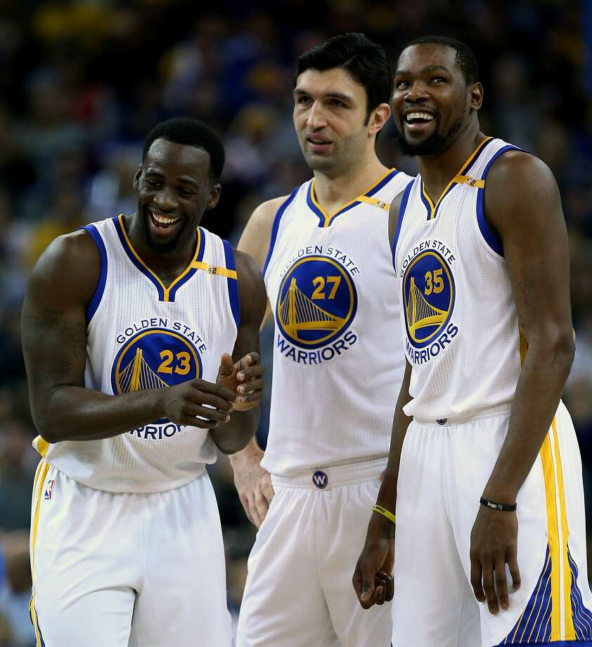 Golden State Warriors Draymond Green (23), Zaza Pachulia (27) and Kevin Durant (35) react after Golden State Warriors guard Stephen Curry (30) gets fouled during the first half of an NBA basketball game between the Golden State Warriors and the Dallas Mavericks at Oracle Arena on Friday, Dec. 30, 2016 in Oakland, Calif. The Warriors lead 59-48 at half time. Photo: Santiago Mejia, The Chronicle