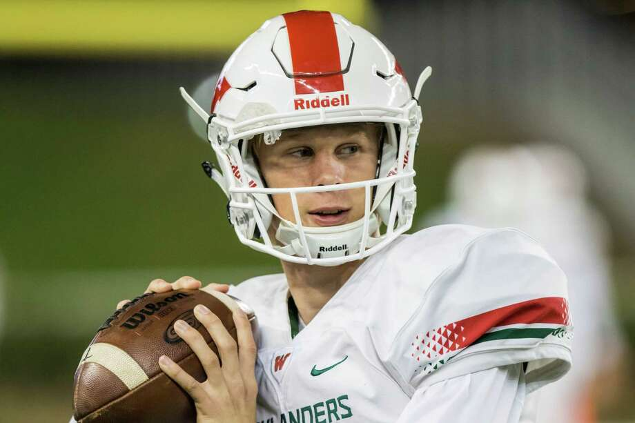 The Woodlands quarterback Eric Schmid (3) is shown on the sidelines beofre a Class 6A Division I, region semifinal high school football playoff game at McLane Stadium on Saturday, November 26, 2016, in Waco. (Joe Buvid / For the Houston Chronicle) Photo: Joe Buvid, Freelance / © 2016 Joe Buvid