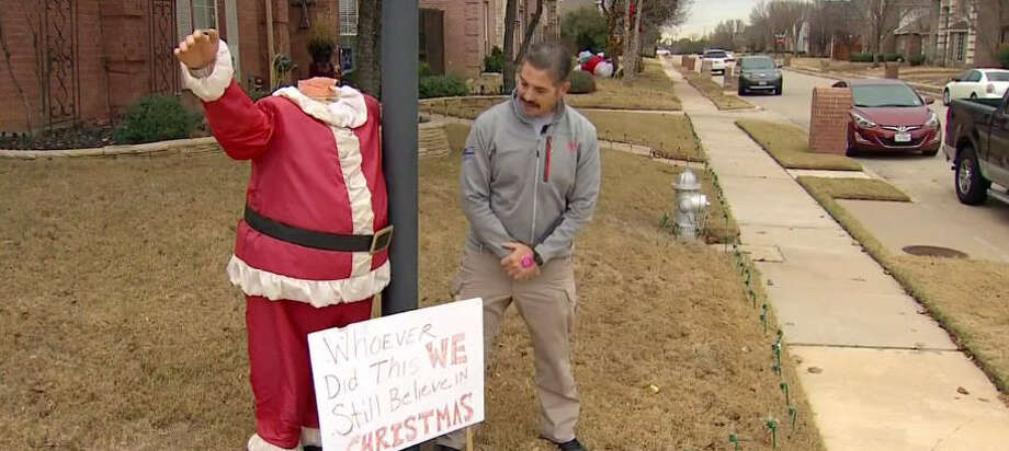 Vandals rendered Santa Claus headless in Texas townSanta Claus needs more than just Rudolph to guide him after vandals ripped the head off of a statue of St. Nick in the town of Lewisville in north Texas. Ed Lujan, who owns the statue, said it has been attacked before, but this is the first time the head was ripped completely off. Photo: WFAA-TV