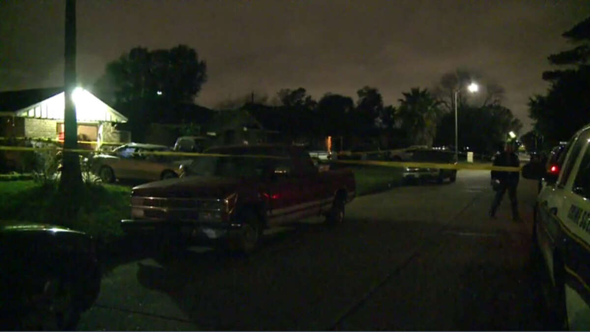 Houston police say a 16-year-old girl shot and killed herself -- possibly by accident -- at her home early Saturday, Dec. 31, 2016. (Metro Video)