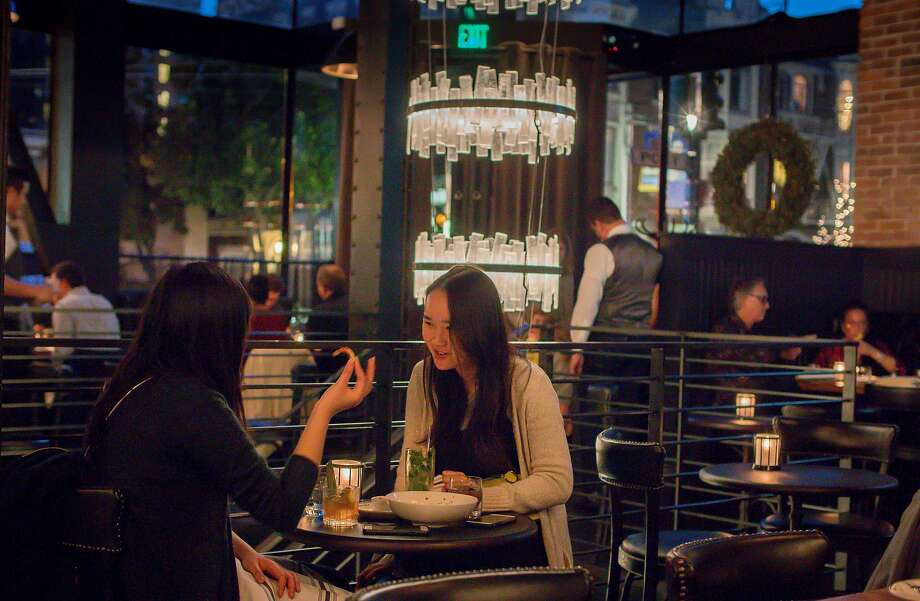People have dinner and drinks at the Saratoga in S.F. Photo: John Storey, Special To The Chronicle
