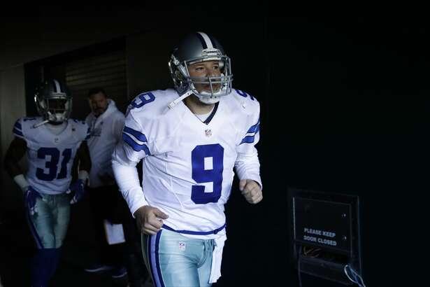 Dallas Cowboys' Tony Romo runs onto the field before an NFL football game against the Philadelphia Eagles, Sunday, Jan. 1, 2017, in Philadelphia. (AP Photo/Matt Rourke)