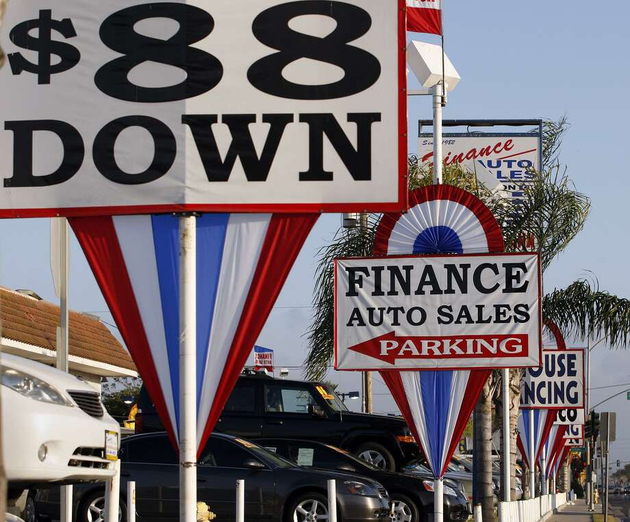 A used car lot in Hawthorne, Calif. The delinquency rate on autos has been steadily rising since 2011, a red flag at a time when the unemployment rate has been falling. Photo: Gary Friedman /Los Angeles Times / Los Angeles Times