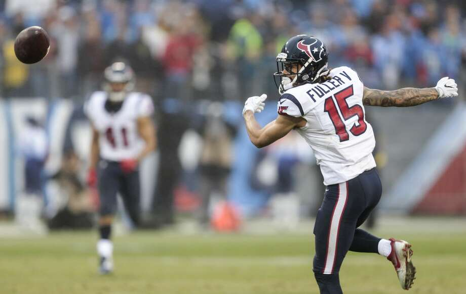 Houston Texans wide receiver Will Fuller (15) can't come down with a reception against the Tennessee Titans during the fourth quarter of an NFL football game at Nissan Stadium on Sunday, Jan. 1, 2017, in Nashville. ( Brett Coomer / Houston Chronicle ) Photo: Brett Coomer/Houston Chronicle