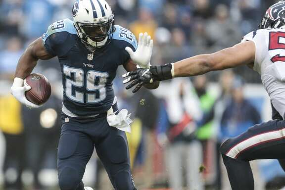 Tennessee Titans running back DeMarco Murray (29) runs the ball against the Houston Texans during the fourth quarter of an NFL football game at Nissan Stadium on Sunday, Jan. 1, 2017, in Nashville. ( Brett Coomer / Houston Chronicle )