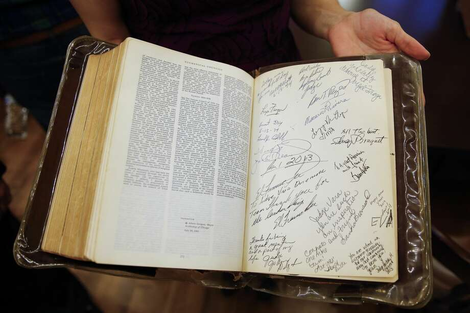 Ericka Gonzalez, daughter of Justice of the Peace, Precinct 1, Place 1 Richard Vara, shows off signatures in the family bible Vara has been sworn in with since he first took office in 1974. He used the bible again as he was sworn in at the historic 1910 Harris County Courthouse Sunday, Jan. 1, 2017 in Houston. ( Michael Ciaglo / Houston Chronicle ) Photo: Michael Ciaglo/Houston Chronicle