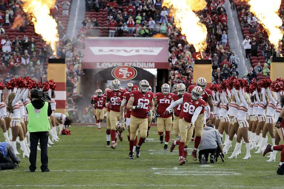 The 49ers enter the field before game during introduction before they played the Seattle Seahawks at Levi's Stadium in Santa Clara, Calif., on Sunday, January 1, 2017. Photo: Carlos Avila Gonzalez, The Chronicle