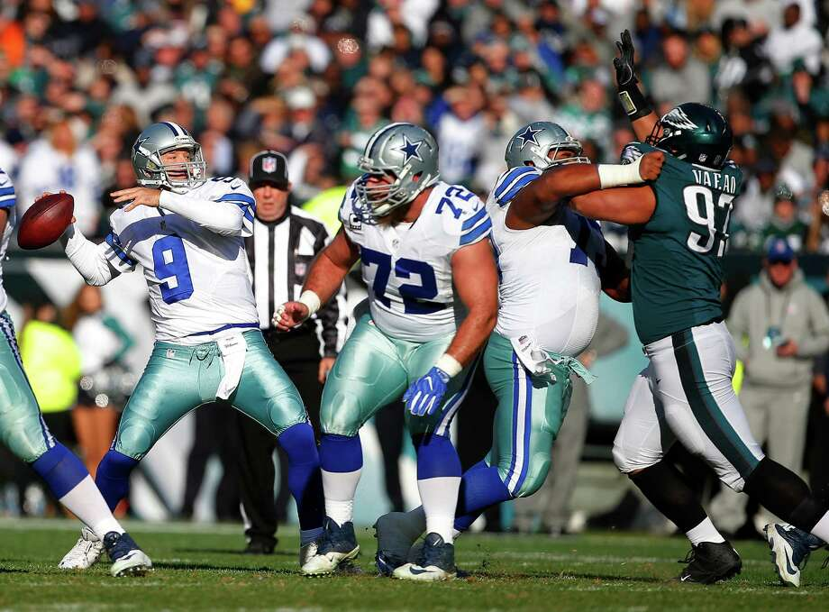 "Cowboys backup quarterback Tony Romo (9) said ""it felt normal"" to toss his first touchdown pass in nearly 14 months during Sunday's 27-13 loss to the Eagles in the regular-season finale. Photo: Rich Schultz, Stringer / 2017 Getty Images"
