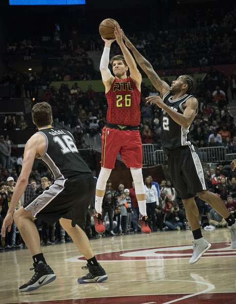 Former Atlanta Hawks guard Kyle Korver (26) shoots during overtime of a game against the Spurs on Jan. 1, 2017. The Cavaliers traded for Korver on Friday. (AP Photo/John Amis) Photo: John Amis, Associated Press