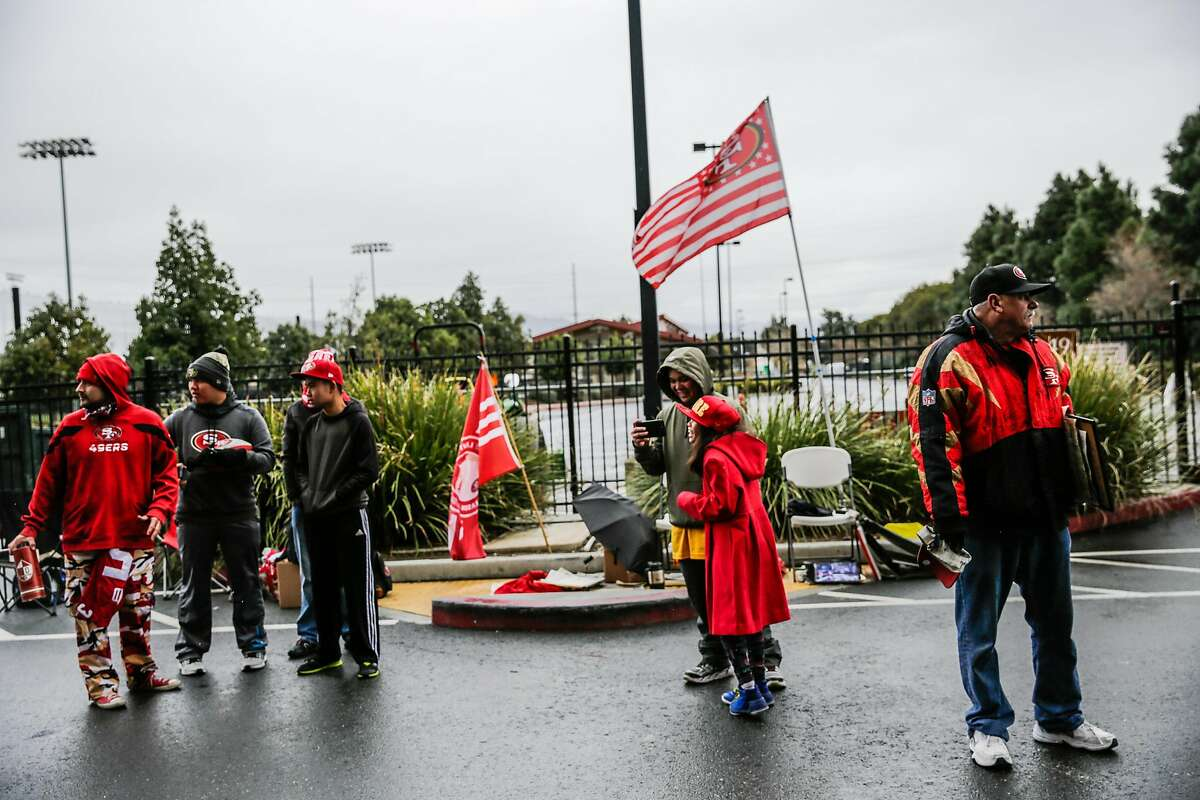 49ers fans wait outside of Levi's stadium to greet 49ers players, ahead of a press conference regarding a future of the team, in Santa Clara, Calif., on Monday, Jan. 2, 2017.