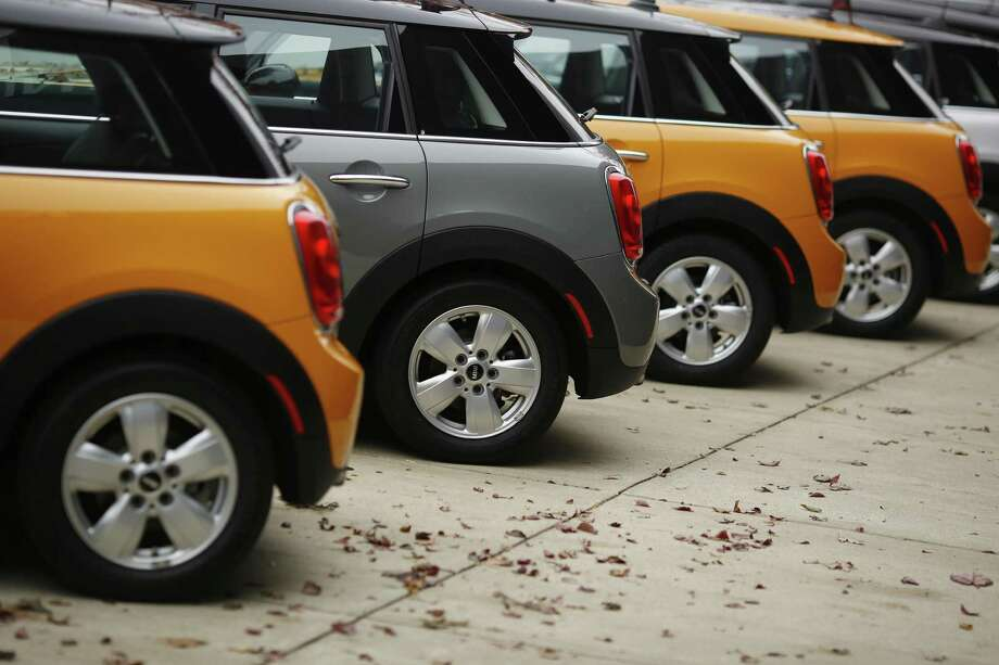 When automakers release results Wednesday, analysts on average project that December sales will come in at a seasonally adjusted annualized rate of 17.6 million cars and light trucks, up from December 2015's 17.5 million rate and probably good enough to just squeak past 2015's full-year total, which also was 17.5 million. Photo: Luke Sharrett /Bloomberg News / © 2016 Bloomberg Finance LP