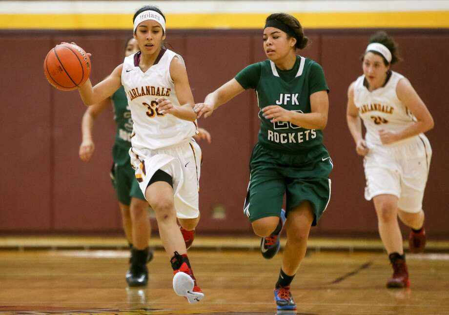 Kayla Nunez made 4 of 9 3-point attempts and scored 24 points as Harlandale beat Poteet. Photo: Marvin Pfeiffer / Express-News / Express-News 2014