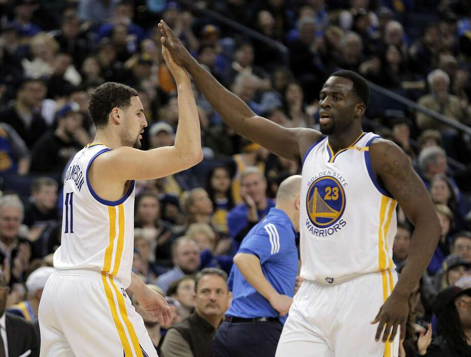 Klay Thompson (11) high fives Draymond Green (23) after hitting a three pointer in the first half as the Golden State Warriors played the Denver Nuggets at Oracle Arena in Oakland, Calif., on Monday, January 2, 2017. Photo: Carlos Avila Gonzalez, The Chronicle