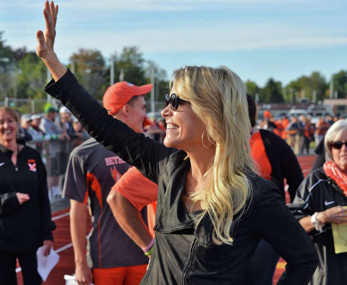 BCS class of ?'88 grad Megyn Kelly of Fox News waves to students as they chant her name during a Hall of Fame induction ceremony at Bethlehem Central High School Saturday Sept. 26, 2015 in Bethlehem, NY. (John Carl D'Annibale / Times Union)