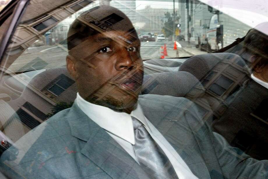 Barry Bonds arrives at the San Francisco Federal Court House in this Dec. 4, 2003 file photo, to testify before a federal grand jury investigating the suspected distribution of illegal performance-enhancing drugs by two men closely associated with the San Francisco Giants star. Photo: Frederic Larson, AP