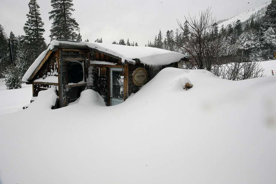 A snow covered cabin in the Sierras seen at Phillips, California, on Tuesday January 3, 2017. Photo: Michael Macor, The Chronicle