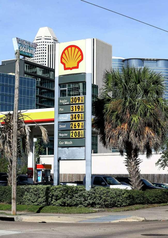 A gas station in the Midtown area is seen Tuesday, Jan. 3, 2017, in Houston. Photo: Jon Shapley, Houston Chronicle / © 2015  Houston Chronicle
