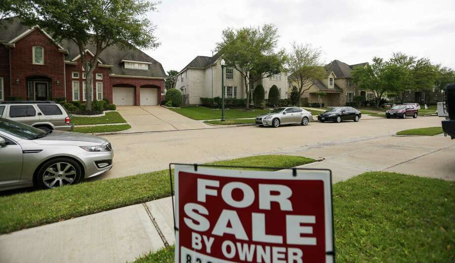 An owner seeks a buyer in a Sugar Land  neighbor-hood. The average area listing price has hit $305,691. passed Photo: Michael Ciaglo, Staff / © 2016  Houston Chronicle