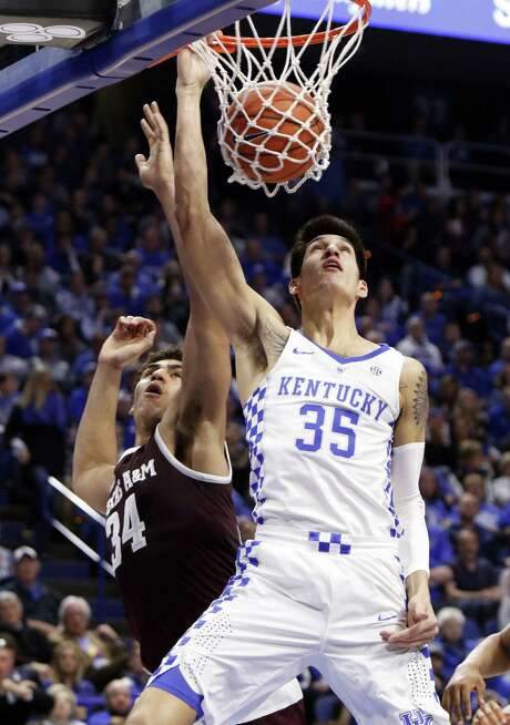 Kentucky's Derek Willis dunks while defended by Texas A&M's Tyler Davis during the first half of the Wildcats' blowout victory in Lexington. Kentucky forced 25 turnovers and broke 100 points for the second time in four games. Photo: James Crisp / Associated Press / FR6426 AP