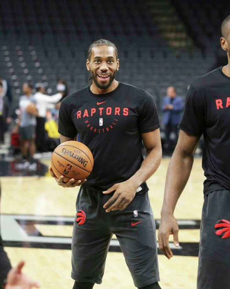 Kawhi Leonard comes out for a pregame warmup as the Spurs host the Raptors at the AT&T Center on January 3, 2019. Photo: Tom Reel, Staff Photographer / 2018 SAN ANTONIO EXPRESS-NEWS