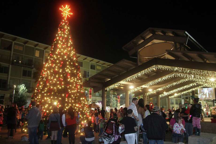 The city of Pearland scheduled annual festivities such as the Hometown Christmas Festival. Photo: Pin Lim, Freelance / Copyright Pin Lim.