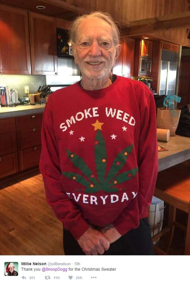 "@willienelson: ""Thank you @SnoopDogg for the Christmas Sweater"" Photo: Courtesy/Twitter"