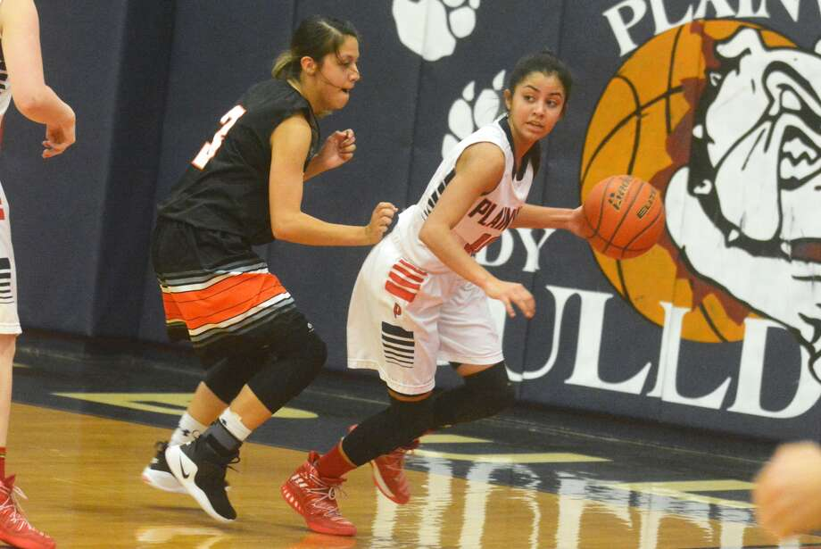 Plainview's Kristan Rincon, right, looks to start a fast break during a game earlier this season. The junior point guard led the team with nine points in a loss at Amarillo High Tuesday night. Photo: Skip Leon/Plainview Herald