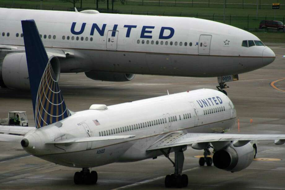 A United Airlines Boeing 777 passes in front of a United Airlines Boeing 757 at Bush Intercontinental Airport in December 2016. Photo: Bill Montgomery, Houston Chronicle