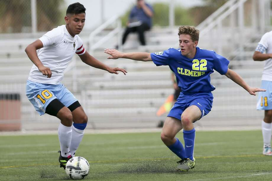 Clemens' Chase Billings (right) defends Brownsville Lopez's German Vera during their Region IV-6A semifinal match at the Brownsville Sports Park on Saturday, April 8, 2016.  Lopez beat Clemens 3-2.  MARVIN PFEIFFER/ mpfeiffer@express-news.net Photo: Marvin Pfeiffer, Staff / San Antonio Express-News / Express-News 2016