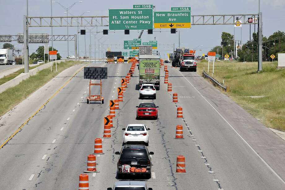 All main lanes of Interstate 35 at New Braunfels Avenue will close this weekend for road work. The closure will affect both northbound and southbound lanes, starting at 9 p.m. Friday. I-35 will reopen to traffic at 5:30 a.m. Monday, according to the Texas Department of Transportation. New Braunfels Avenue also will be shut down as part of the work. The closure will allow crews to remove a beam from the North New Braunfels overpass bridge, TxDOT said in a news release. Drivers headed northbound will have to exit at New Braunfels, stay on the access road, then re-enter the interstate just before North Walters Avenue. Photo: Edward A. Ornelas, Staff / San Antonio Express-News / © 2014 San Antonio Express-News