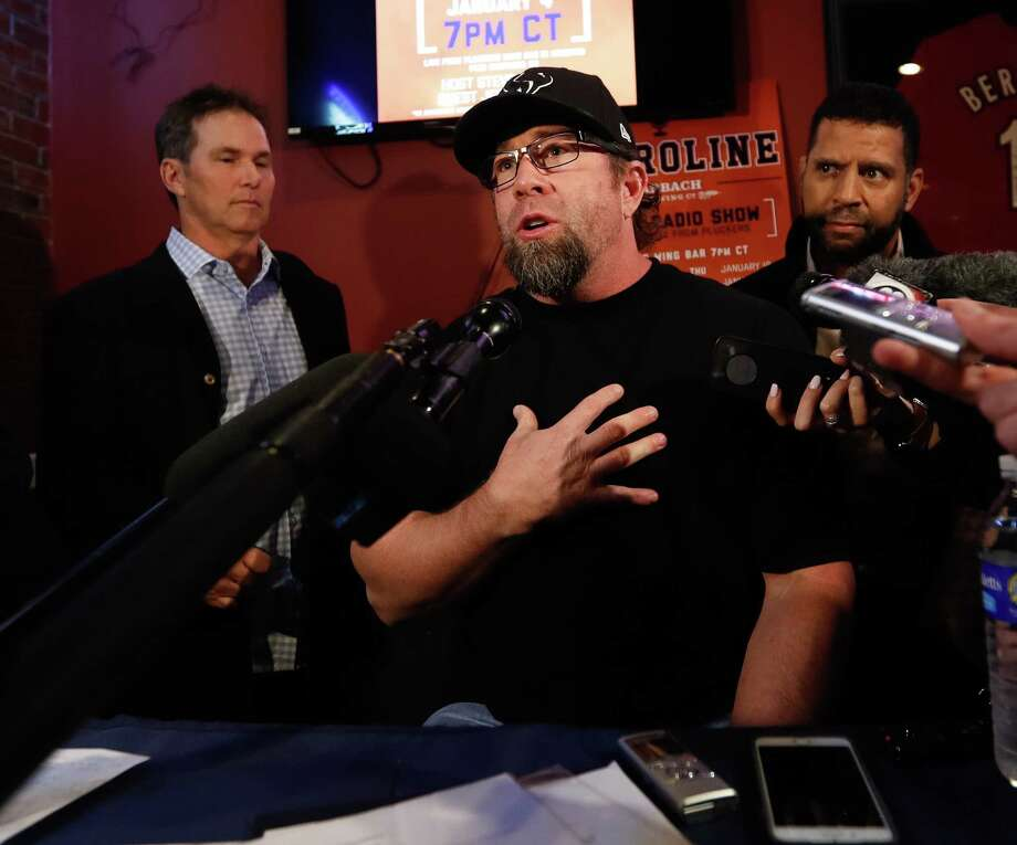 Former Houston Astros first baseman Jeff Bagwell interviewed during Astroline at Pluckers Wing Bar, Wednesday, January 4, 2017. Photo: Karen Warren / Houston Chronicle