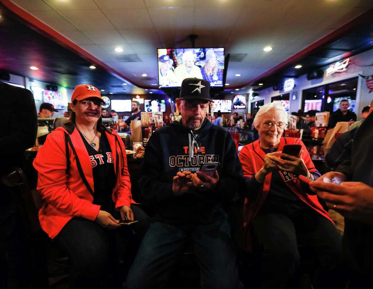 Astros fans Greis Perez, Larry Ness, and Jan Mingus on the front row as Former Houston Astros first baseman Jeff Bagwell was Interviewed during Astroline at Pluckers Wing Bar, Wednesday, January 4, 2017.