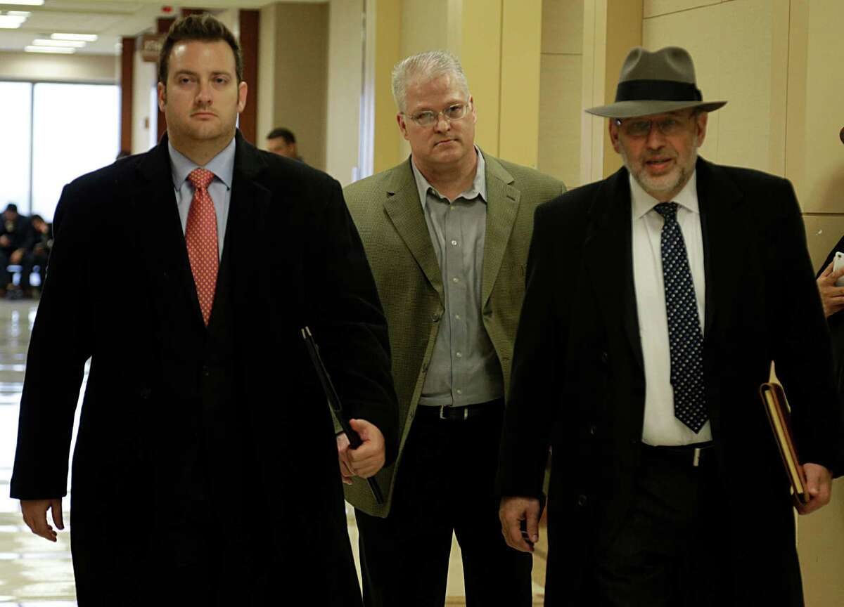 David Temple center, attorney Romy Kaplan left, and attorney Stanley Schneider right, arrive at the 178th State District Court to show Temple will cooperate with any potential retrial or other proceedings after his murder conviction was overturned Jan. 4, 2017, in Houston. ( James Nielsen / Houston Chronicle )