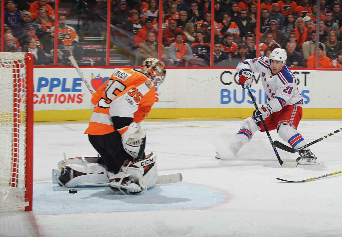 PHILADELPHIA, PA - JANUARY 04: Chris Kreider #20 of the New York Rangers scores at 5:01 of the third period against Steve Mason #35 of the Philadelphia Flyers at the Wells Fargo Center on January 4, 2017 in Philadelphia, Pennsylvania. The Rangers defeated the Flyers 5-2. (Photo by Bruce Bennett/Getty Images) ORG XMIT: 672871925