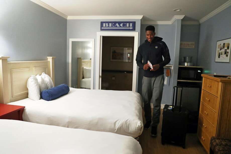 After dressing for an NBA game in Oakland, Golden State Warriors' rookie Damian Jones settles into his room at Beach Street Inn and Suites in Santa Cruz, Calif., shortly after midnight on Thursday, January 5, 2017, to prepare to play with the Warriors' D League team. Photo: Scott Strazzante, The Chronicle