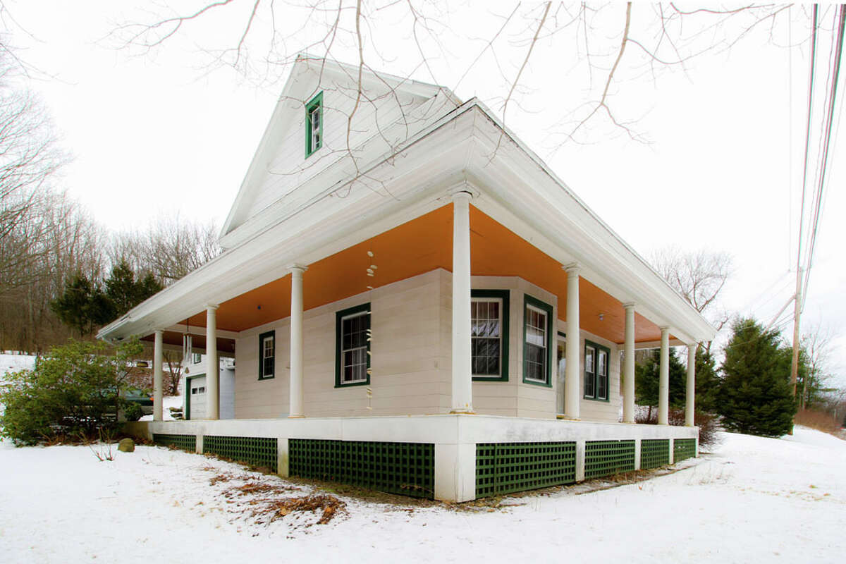 House of the Week: 1792 Route 7, Brunswick | Realtor: Catherine Graziano of Re/Max | Discuss: Talk about this house