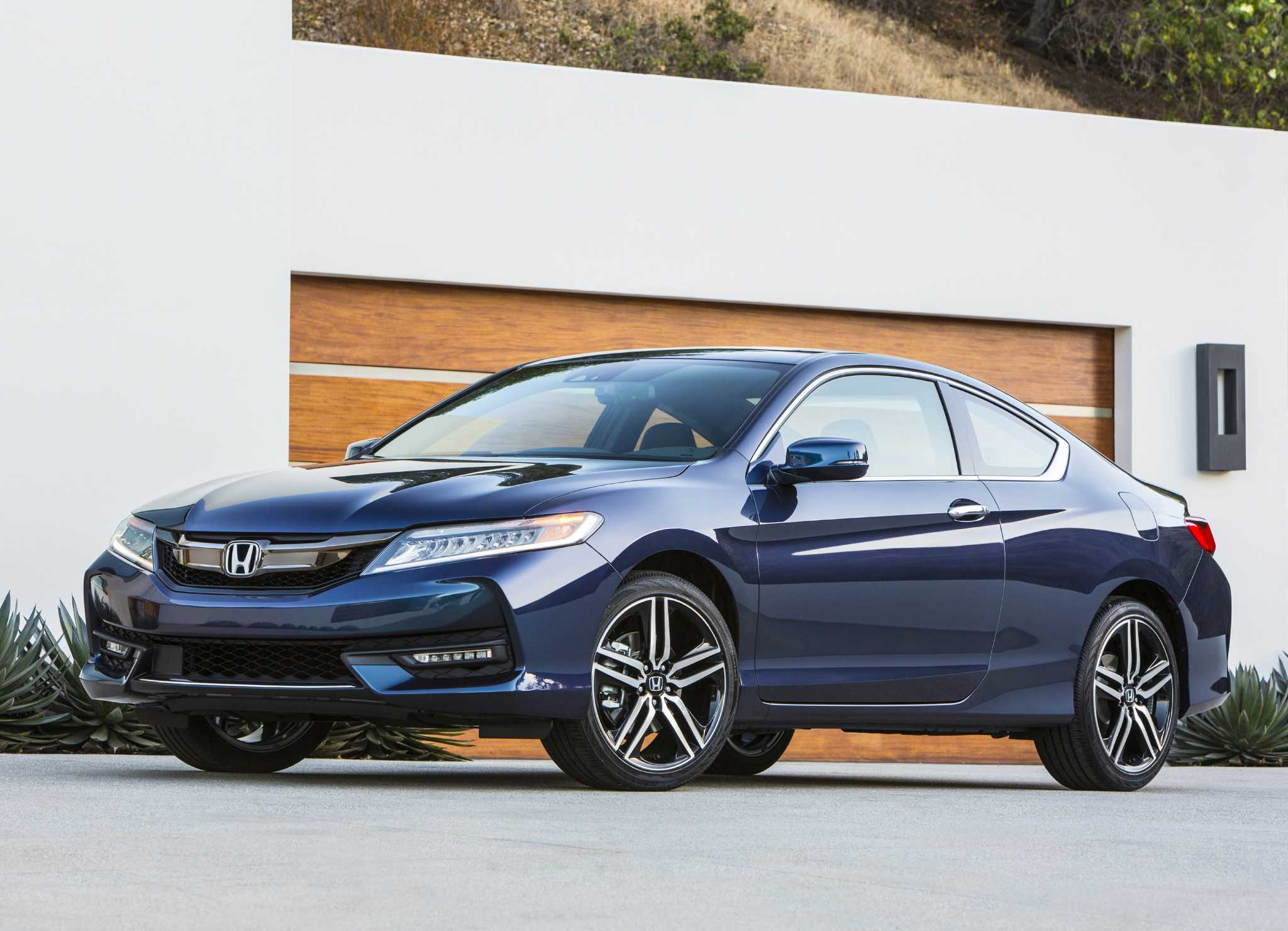 2017 Honda Accord Coupe S Styling Matches Its Value