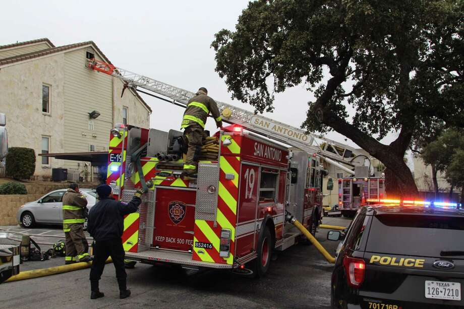 Three people were displaced Jan. 6, 2017, following a fire at the Turtle Creek Vista apartment complex in the 3600 block of Medical Drive. Photo: Tyler White, San Antonio Express-News / San Antonio Express-News