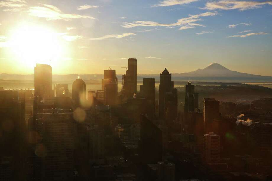 """The mountain is out"" - You can see Mount Rainier from the city. If you say ""The mountains"" are out, then that means the Cascades and/or Olympics are visible as well.  Photo: GENNA MARTIN/SEATTLEPI.COM / SEATTLEPI.COM"