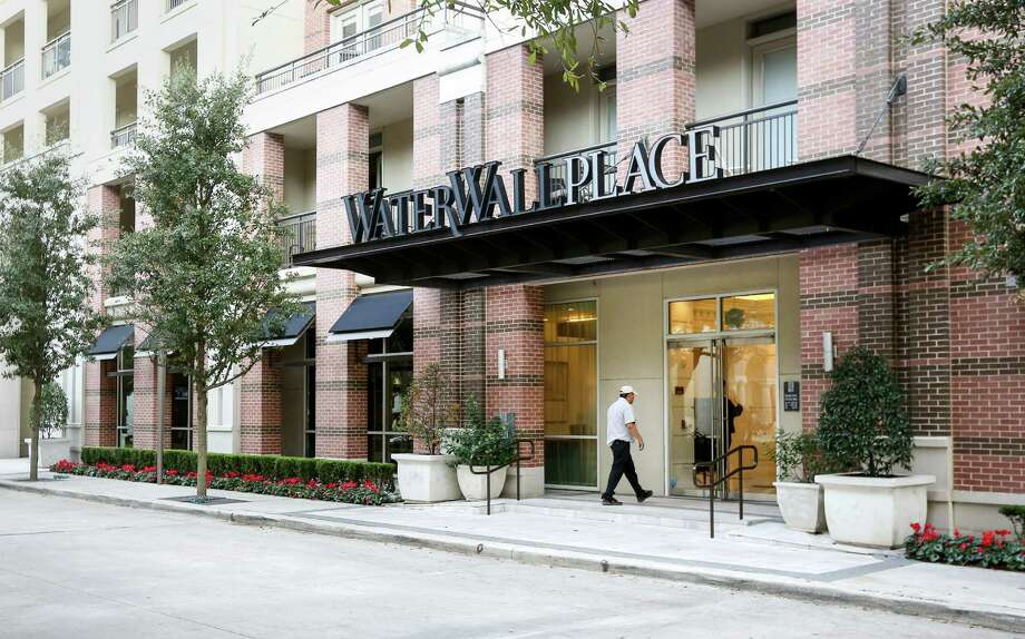 Hines pulled its flagship WaterWall Place apartments near the Galleria off the market after failing to draw a high enough offer, according to HFF.( Jon Shapley / Houston Chronicle ) Photo: Jon Shapley, Staff / © 2015  Houston Chronicle