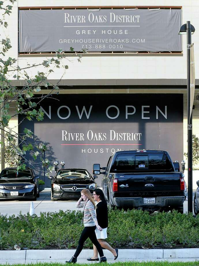 The River Oaks District shopping center is seen Tuesday, Jan. 3, 2017, in Houston. ( Jon Shapley / Houston Chronicle ) Photo: Jon Shapley, Staff / © 2015  Houston Chronicle