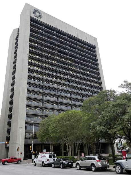 File photo of the Frost Bank Tower in San Antonio. The bank said it detected unauthorized access to a third-party lock box software program, allowing intruders to gain access to digital images of checks. Photo: Edward A. Ornelas /San Antonio Express-News / © 2015 San Antonio Express-News