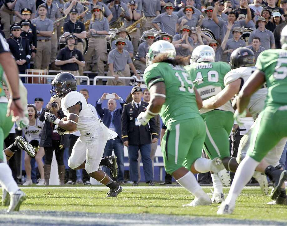 Army running back scores the winning touchdown in overtime against North Texas in the Heart of Dallas Bowl. A reader criticizes bowl games featuring mediocre teams like, yes, Army and North Texas. Photo: Khampha Bouaphanh /TNS / Fort Worth Star-Telegram