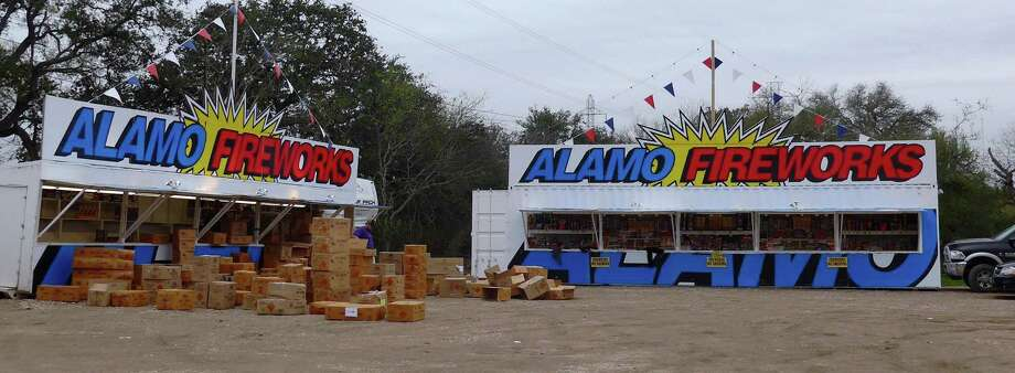 Workers stock fireworks stands on Potranco Road just outside Loop 1604 on Dec. 29, 2015. Photo: John W. Gonzalez /San Antonio Express-News / San Antonio Express-News