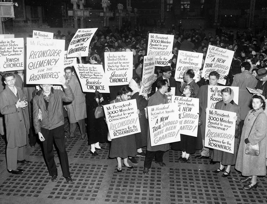 Demonstrators seeking clemency for condemned spies Julius and Ethel Rosenberg parade across the street from the White House in January 1953. Photo: ASSOCIATED PRESS