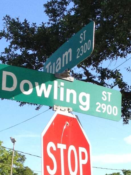 Renaming Dowling to Emancipation Avenue would match the reality of the neighborhood and lead to Emancipation Park. Photo: Joe Holley / Houston Chronicle