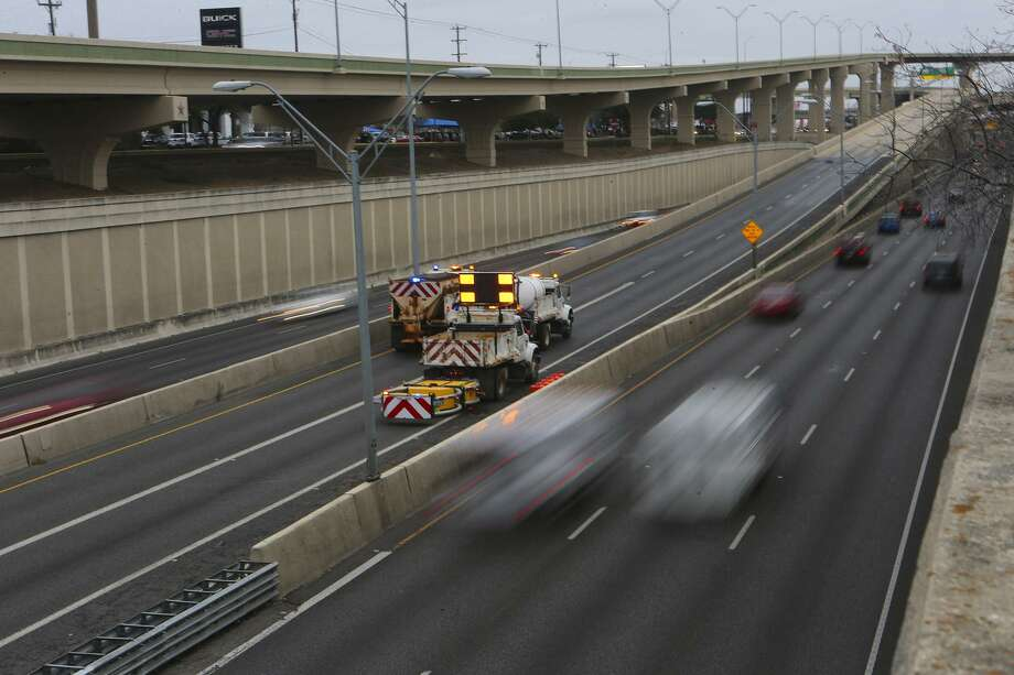 According to a study, congestion cost San Antonio drivers 43,654,775 hours and $930,098,292 in 2019. Photo: John Davenport, Staff / San Antonio Express-News / ©San Antonio Express-News/John Davenport